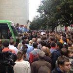Численность пикетирующих администрацию Порошенко возросла до 800 человек http://t.co/YFrUszRhA5 http://t.co/0QiFRBEHcZ