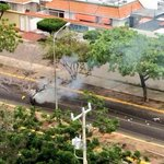 """GAS COMUNISTA CONTRA PIEDRAS DE LIBERTAD EN ESTE MOMENTO EN #MARACAIBO / #NarcotráficoFinanciaAlPSUV APOYO! http://t.co/xaON3gm9fs"""""""