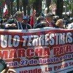 "Líderes de marcha lucen lienzo que dice: ""EL TRIÁNGULO TERRESTRE ES PERUANO"" http://t.co/SYAaunsPp8 http://t.co/ioF2HiWkis"
