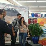 RT @mestradatorres: FOTO: @CHAYANNEMUSIC se toma fotos con fanáticos en Mayagüez. http://t.co/LcHwuD5aCk http://t.co/Nrh6z20hMm