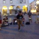 Questa è la #Padova che vogliamo! Persone che spontaneamente vogliono suonare sotto al comune! Grandi ragazzi! http://t.co/fZQmQRG19k
