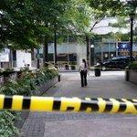 RT @keithwhitney: #APD shooting Woodruff park. Dozens of police on scene. Press waiting for briefing. Man w/knife shot. @11AliveNews http://t.co/sBKOPvwMcQ