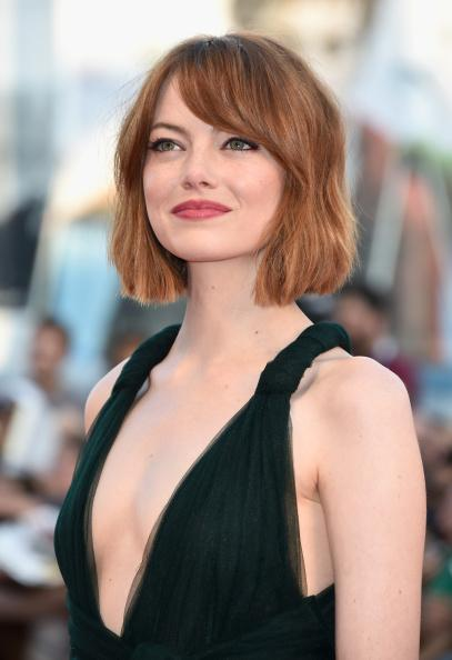 Emma attended Birdman's premiere at the Venice Film Festival with new hair.. thoughts? I personally love it! http://t.co/9iAt25Qwfq