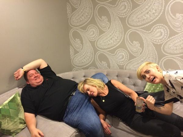 #ChelseaFinale #chelsealatelyfinale things got a out of hand backstage @chelseahandler , @MileyCyrus didnt approve! http://t.co/2NLwMLuEzG