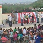 """RT @QUIHUISF: Samuel @morenoteran con apoyos en la invasión Cajeme al norponiente de #Hermosillo """"Haremos equipo con Ustedes"""" http://t.co/WBr5KS3UAq"""