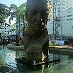 Develan monumento de León Febres Cordero en el Malecón Simón Bolívar ( altura calle Sucre ) #Gye http://t.co/oe6UXNcVzD