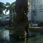 @alcaldiagye devela monumento de León Febres Cordero, en el Malecón Simón Bolívar #Guayaquil http://t.co/lMouFsL1C5