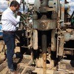 """""""@TVMAX1: FOTO: Gobernador @guillermopadres enciende perforadora para proveer d agua potable #Huepac #SalvemosalRio http://t.co/80tBrhqoHH"""""""