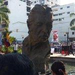 #LomásRTdeELUNIVERSO El busto de Leon Febres-Cordero fue develado a pocos minutos de la inauguración. Vía: @a_villon http://t.co/rckvPkrVGN