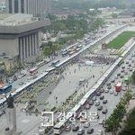 RT @kyunghyang: 헌법 위의 경찰 차벽/헌법재판소가 2011년 위헌이라고 결정한 '차벽'(버스로 특정 장소나 집단을 봉쇄하는 것)을 세월호 참사 가족과 시민들을 차단하는 데 경찰이 악용http://t.co/lLlNLIt58r http://t.co/nEBgmpJwbp