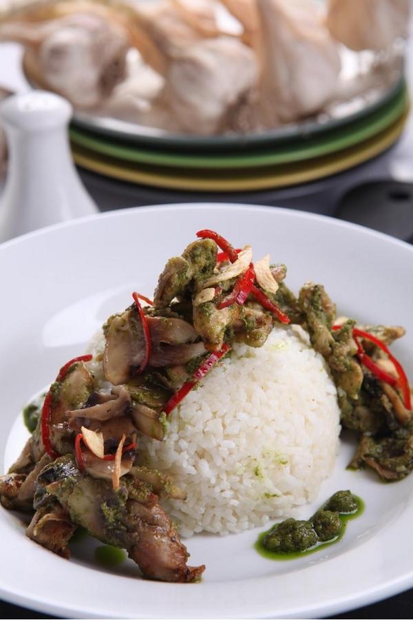 Enak Nya makan siang kamu dengan butter rice pesto chicken and mushroom hanya di lemarlypantry jl. Citarum no 10 Bdg http://t.co/9JEkPQmDbG
