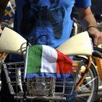 Buongiorno #Europa! Sorpresa su #BikeMi oggi: sulle 3600 bici gialle le bandiere dei 28 Paesi UE. @IT2014EU a #Milano http://t.co/z4VugK2Nnh