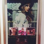 So Taylor had signed THANK YOU TEAM MALAYSIA on universal music Malaysia plague during red tour kl! ❤️❤️ http://t.co/8agFRNyZli