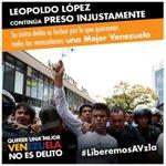 RT @UJR_BanderaRoja: Hoy sigue juicio político contra @leopoldolopez y los #estudiantes. Alzar la voz no es delito #LiberenALeopoldo http://t.co/DYSu75XvpG