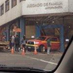 RT @KANTAREMA: Camioneta incrustada en el juzgado de familia de #Antofagasta @reddeemergencia http://t.co/OlvFZlDsMZ