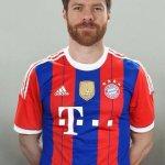 RT @Guasch_Decima: Xabi Alonso entrenado por Pep y con los colores del Barca. Tú no Xabi, joder, tú no. http://t.co/pZQE5bhhio