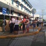 .@CuentamePanama: Tras incendio d la policlinica Gustavo Ross pacientes y médicos esperando si dan orden de abrir http://t.co/DCRuU0DO9X