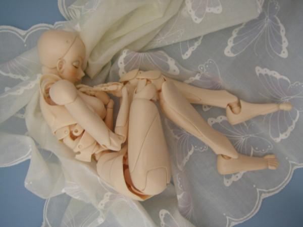 少女型素体フィギュア『S.F.B.T-1』は、80カ所もの可動部分で人体の自然な動きを忠実に再現。(2009年の記事) http://t.co/ksJprPJFzC http://t.co/CkDIJnWsPe