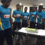 RT @MahelaJay: Calibrated Lasiths bday in d dressing room! http://t.co/nkY1hJqHdW