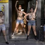 Militantes do Femen protestam contra estupro na Espanha http://t.co/WQsCiVHZQU #G1 http://t.co/9gQl6EcnV3