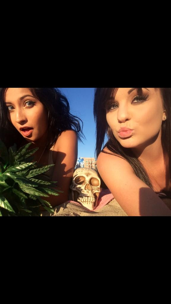 Me and skully BFFE #lols #bff4lyfe #bff #skully #beach #BeachThursday #Potheads #stoners