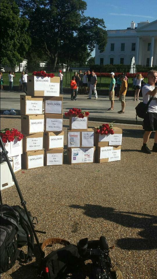 900,000 signatures delivered to the White House calling for #JusticeForMikeBrown. http://t.co/RNh0bBUeum