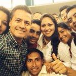 Mi estimado y fino amigo @EPN No te andes tomando selfies con pelafustánes cómo uno que veo aquí ccp @RommelVelez http://t.co/JBTwy1QjC9