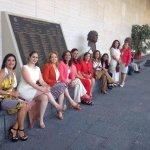 Con mis amigas diputadas en la @Mx_Diputados esperando el camión para ir a la comida con nuestro presidente @EPN http://t.co/MpatYaLrrh
