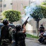 RT @DLasAmericas: #venezuela | Dos detenidos por resurgimiento de protestas estudiantiles en Venezuela http://t.co/Yb3LbLg1g6 http://t.co/4FdCFZCXsO