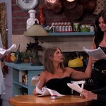 RT @JornalOGlobo: Um presente para os fãs: apresentador reúne Rachel, Monica e Phoebe em esquete de 'Friends'. http://t.co/6S5CDiMiSF http://t.co/Y5TuM0LFlE