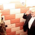 هذا الشبل من ذاك الأسد ابن الشهيد القائد القسامي محمد أبو شمالة يلقي التحية العسكرية للقائد اسماعيل هنية #غزة_تنتصر http://t.co/ByBmEXpLT0