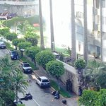 "RT @Usemistaas: #28A Vecinos se resguardan de las Bombas lacrimógenas - Santa Fe Sur #Caracas http://t.co/Xb076fPr7b"""