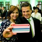 "RT @nss_oaxaca: La ""selfie"" del día @Cristina_Diaz_S @EPN http://t.co/f6CJWwSVIa"
