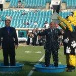 RT @farahandfarah: Farah bros taking the #ALSIceBucketChallenge. Thx @JaxsonDeVille and the @Jaguars. donate to http://t.co/53tmUsvj5X http://t.co/wuF6Xk8yqb
