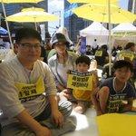 유민 아빠 김영오씨의 46일 단식 투쟁은 끝났지만, 광화문의 빈 자리는 여전히 250여명의 시민들이 동조 단식으로 채우고 있었습니다. http://t.co/xiybgV5YQv http://t.co/tDCqw6jb5l