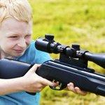 """Pq eles são retardados!! """"@g1: Por que os americanos ensinam crianças a atirar? http://t.co/sKW112mnlj #G1 http://t.co/3kXVYePTNp"""""""