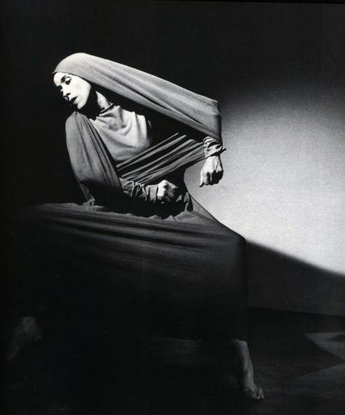 One of my favorite portraits of #MarthaGraham... An explosive mix of #emotion and #form. #Lamentation @marthagraham http://t.co/kBm8zbvWMf