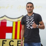 Picture: New Barcelona player Douglas posing at the club offices http://t.co/D9BhqBzzds [via @fcbarcelona]