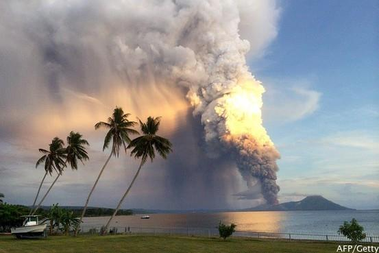 Volcano erupts in Papua New Guinea http://t.co/86u52uB2qm http://t.co/4oH8f6nyeD