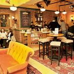RT @Independent: Friends Central Perk to open in New York complete w/Gunther and orange couch http://t.co/a4c9mhzVK5 http://t.co/CKJBDxOfGD