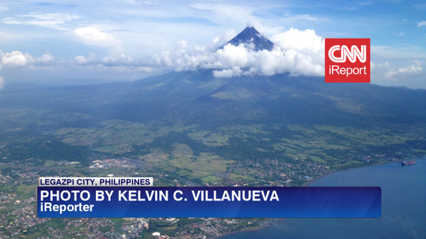 #Mayon #volcano Alert level raised to TWO due to growing lava dome, 6km exclusion zone posted. #Philippines #ireport http://t.co/aWpBLglAvT