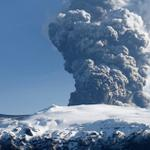 """@ecuavisa: Volcán islandés Bardarbunga entra en erupción, prohíben sobrevolarlo http://t.co/xWEc5GSSTl http://t.co/r890jI9zcv"""