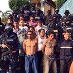 URGENTE. Mareros detenidos en #Tegucigalpa, Policía les decomisa granadas, fusiles y chalecos antibalas. #Honduras http://t.co/aPauqz93gZ