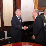 Feliz día abogados. Firmamos acuerdo de cooperación para trabajar en conjunto. Congratulaciones! @diarioepoca @DDCtes http://t.co/d1NpZ4dvKW