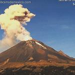 La explosión del #Popocatépetl hace unos minutos vista desde San Nicolás de los Ranchos #Puebla: http://t.co/EWd7A2slWm