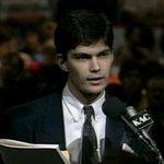 29 août 1992 Mario Dumont et 40 jeunes du PLQ refusent lentente de Charlottetown #assnat http://t.co/yhOFsQVvfi http://t.co/Qftc9OqLih