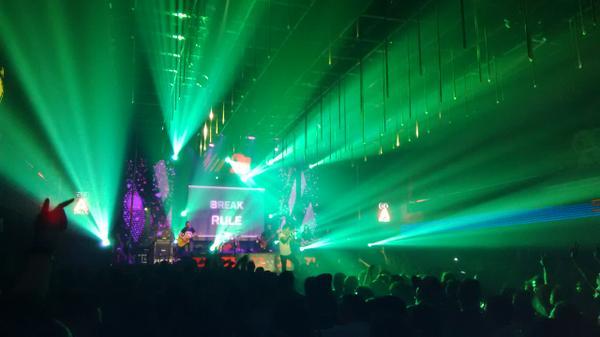 ROCK Da Stage @slankdotcom #GenerasiBiru http://t.co/ZHSPxAVnJC