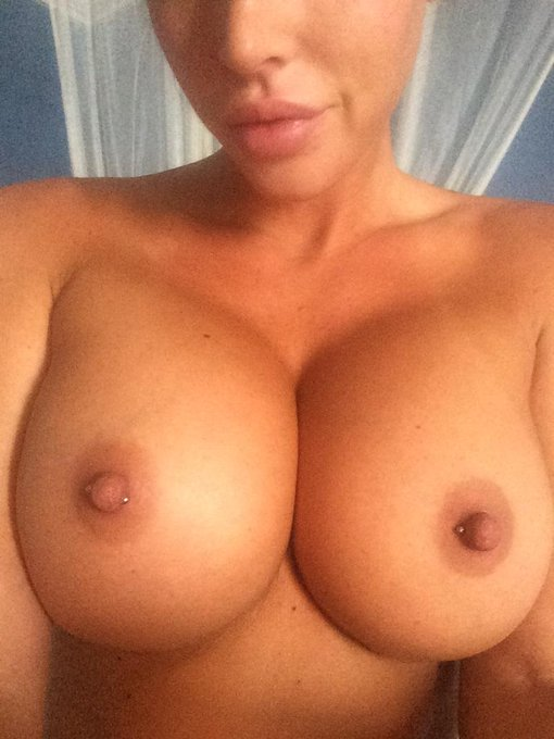 ? #boobs #nsfw http://t.co/h9TG6XYXfJ