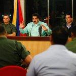 RT @PresidencialVen: #FOTO @NicolasMaduro: captahuella viene a garantizarle a la familia venezolana el acceso a bienes de consumo http://t.co/w7Sb2ahJsT