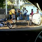 Así es como la gente humilde de machiques zulia se surte de agua potable Maduro indolente http://t.co/RnR2ucqsJV